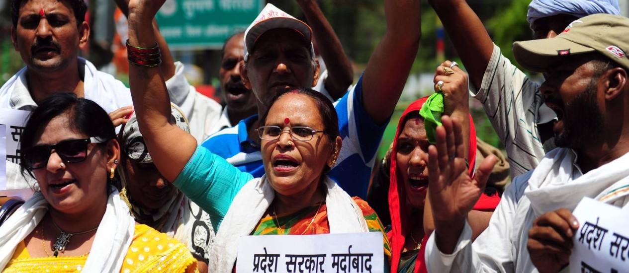 Indianos protestam no estado de Uttar Pradesh contra estupros Foto: Sanjay Kanojia / AFP