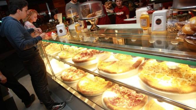 Fiscais vão verificar condições de higiene de alimentos em bares e restaurantes Foto: Pedro Teixeira / Agência O Globo