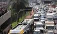 Trânsito de veiculos na Avenida Radial Leste, principal acesso de carro e ônibus ao centro da cidade de São Paulo