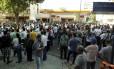 RI Rio de Janeiro (RJ) 05/06/2014 - Funcionários da CEDAE fazem passeata até o Palácio Guanabara e fecham o trânsito na Av Pinheiro Machado. Foto de Gabriel de Paiva/ Agência O Globo