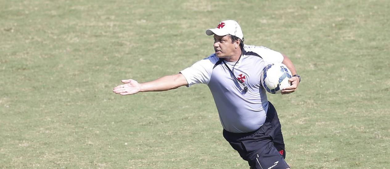 O técnico Adílson Batista chegou ao Vasco em 2013 Foto: Ivo Gonzalez / Agência O Globo