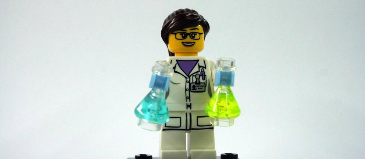 Uma cientista lançada pela Lego: tentativa de aplacar as críticas Foto: Divulgação