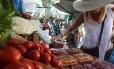 Feira livre em Ipanema, Zona Sul do Rio: inflação de alimentos ajudou a desacelerar índice em maio