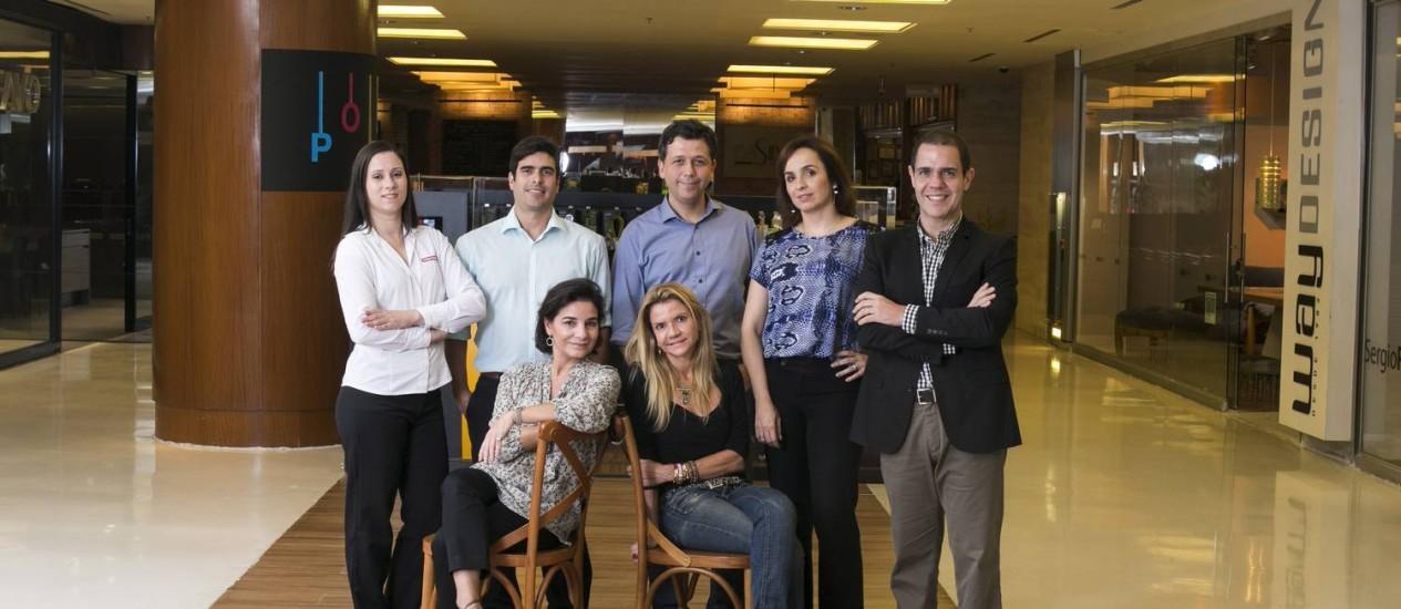 Profissionais que atuam em shopping center Foto: Daniela Dacorso