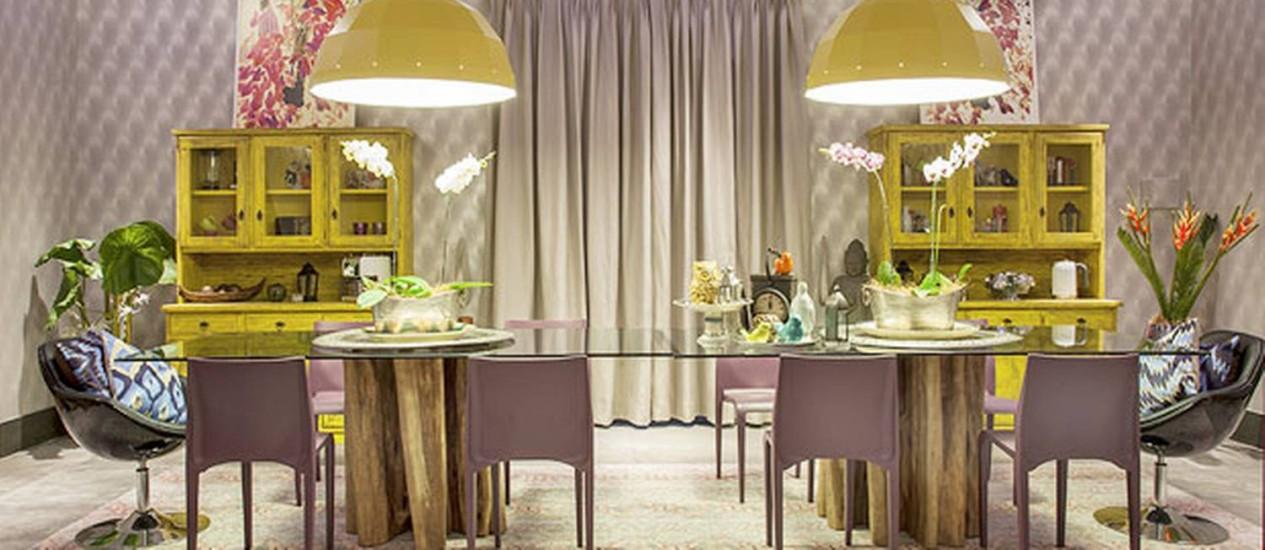 Sala de jantar amarela simétrica. Projeto de Gerson Dutra de Sá e Ana Lucia Salama Foto: Divulgação
