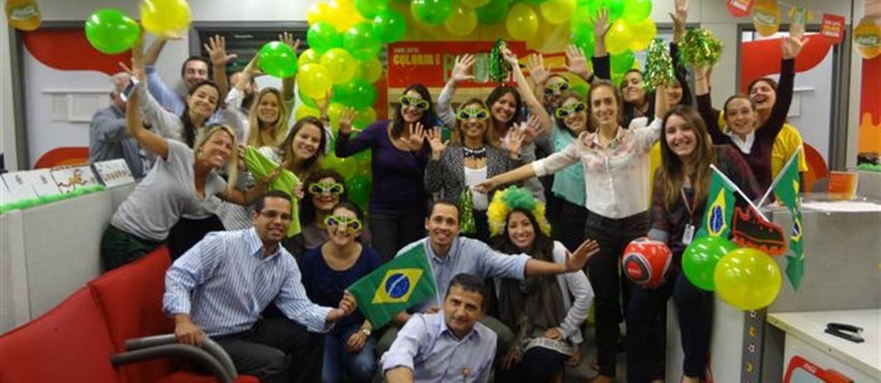 Funcionários da Coca-Cola em plena torcida Foto: Divulgação