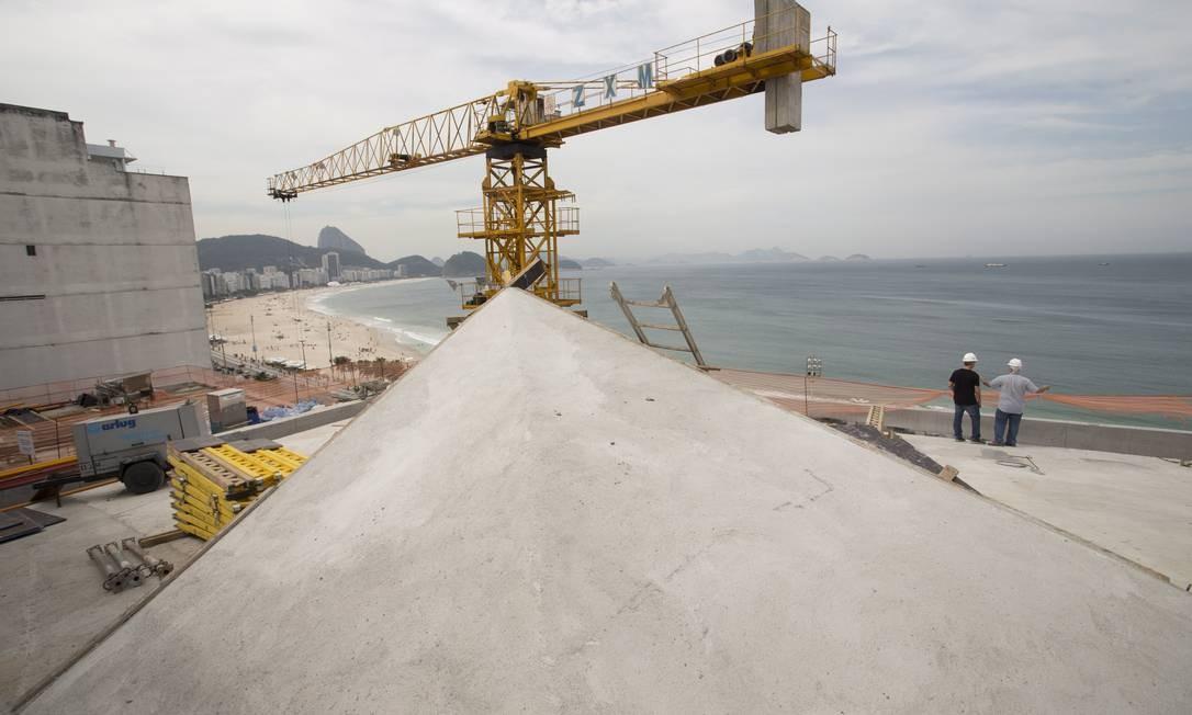 Responsáveis pelo projeto se inspiraram nas curvas do calçadão da Praia de Copacabana Foto: Márcia Foletto / Agência O Globo
