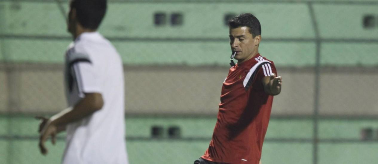 'Somos, às vezes, os profissionais mais odiados do mundo', disse o árbitro brasileiro Sandro Ricci Foto: ANTONIO SCORZA / Agência O Globo