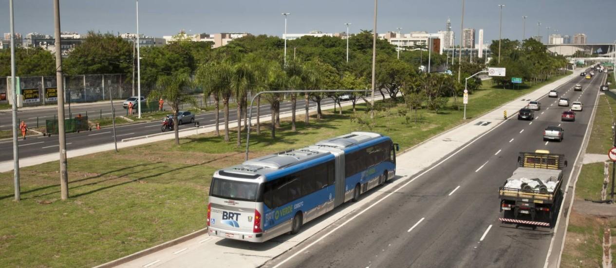 Começam mudanças em linhas de ônibus de Jacarepaguá Foto: Guilherme Leporace / Agência O Globo