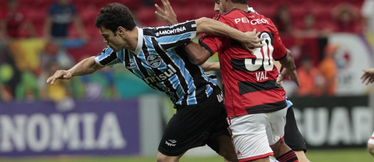 Afastado dos gramados desde março, Kleber, atualmente no Grêmio, é pretendido pelo Vasco Foto: Jorge William / Agência O Globo