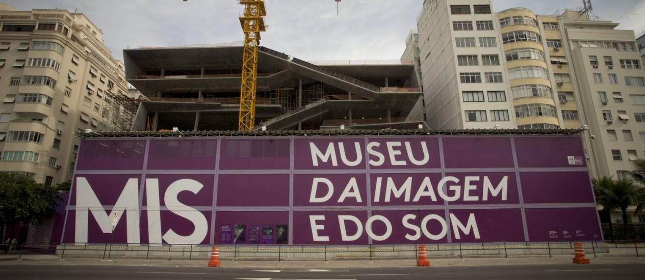 A parte mais alta da fachada do novo Museu da Imagem e do Som já aparece na Avenida Atlântica Foto: Márcia Foletto / Agência O Globo