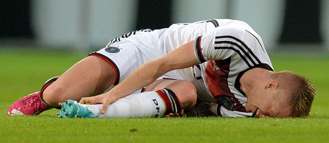 Marco Reus no momento que sofreu a lesão. Alemão é mais um a perder a Copa por lesão Foto: Thomas Eisenhuth / AP