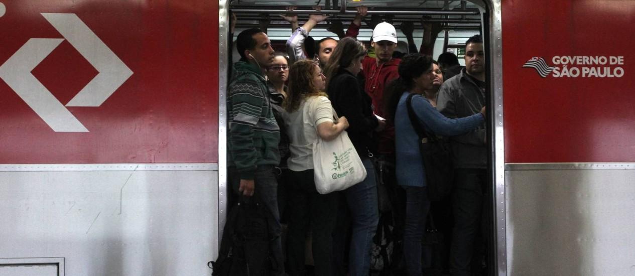 A cinco dias da Copa, metrô de São Paulo opera parcialmente. Linha Vermelha, que serve o Itaquerão, só opera no centro da capital Foto: Marcos Alves / Agência O Globo