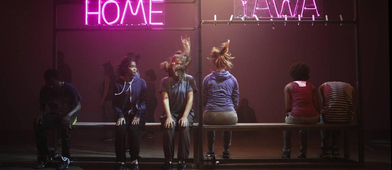 Jovem elenco. A peça une analogias futebolísticas às histórias de vida de adolescentes e adultos entre 17 e 26 anos Foto: Divulgação / Ellie Kurttz