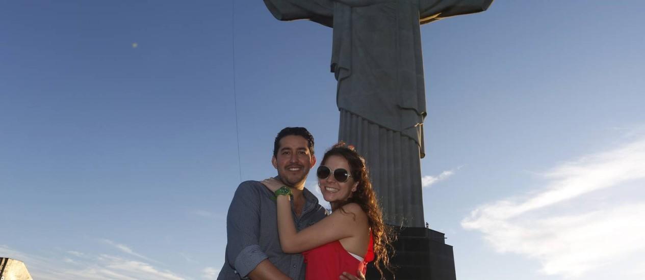 Preços altos. Os mexicanos Alejandra Vazquez e o namorado Ignacio Mora estão no Brasil para a Copa e reclamaram do valor das diárias de hotéis Foto: Daniela Dacorso