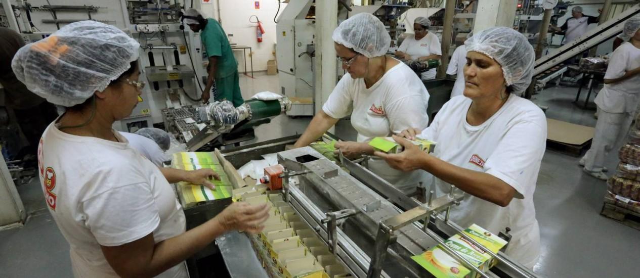 Chinezinho. Indústria de alimentos localizada no munícipio do Rio prevê queda de 5% no faturamento por causa dos feriados da Copa Foto: Cezar Loureiro