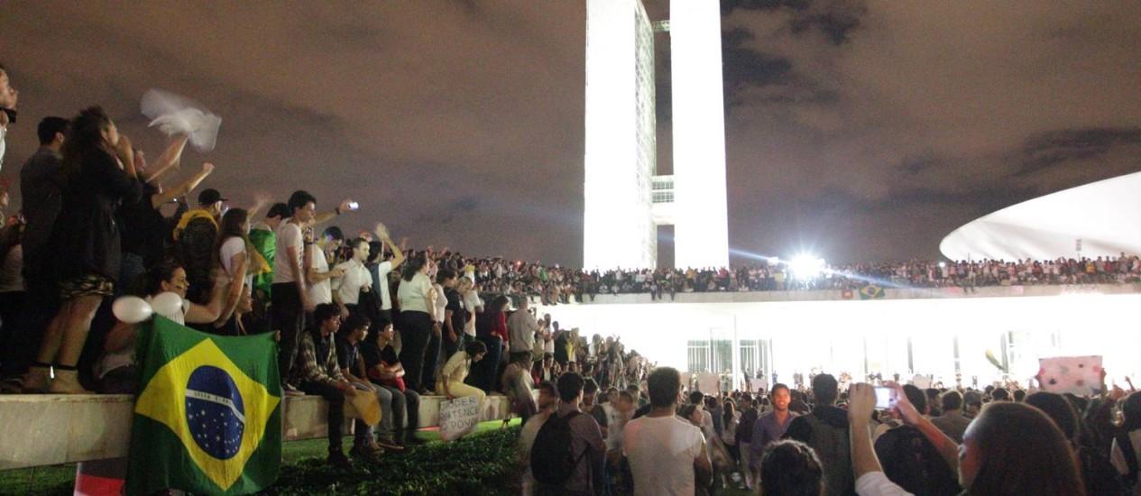 Estudantes tomaram a laje do Congresso Nacional durante manifestação na esplanada, em junho do ano passado Foto: André Coelho / Agência O Globo