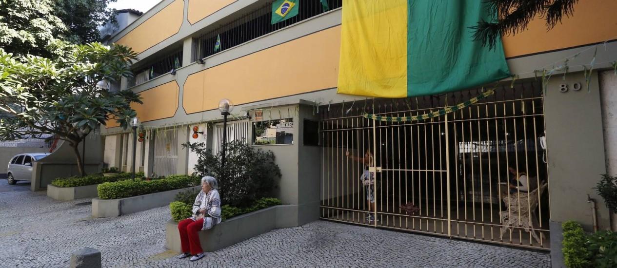 O edifício na Rua Maxwell, na Tijuca, onde a Marinha deverá instalar a bateria antiaérea: polêmica entre os moradores Foto: Pablo Jacob / Agência O Globo