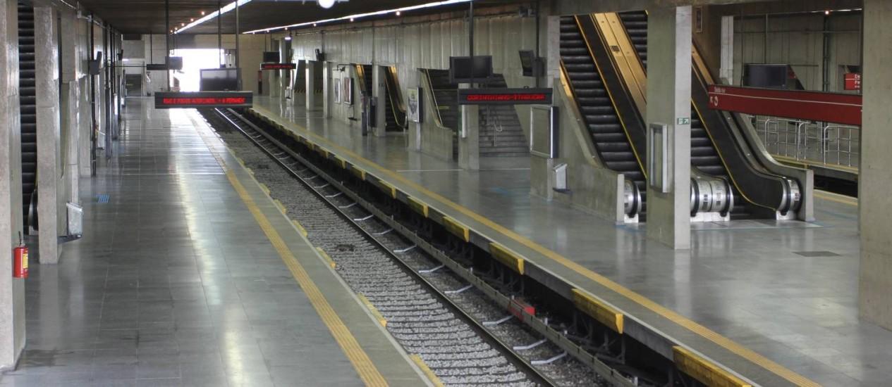 Estação Tatuapé do metrô vazia devido a greve de funcionários. Foto: Fernando Donasci / O Globo