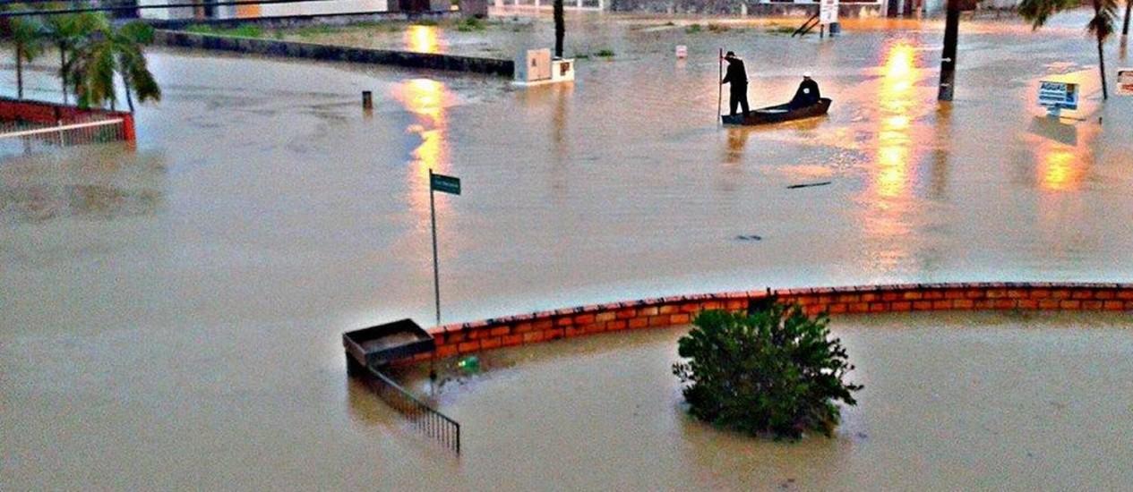 Enchente no Rio dos Cedros, no Médio Vale do Itajaí, em Santa Catarina Foto: Leitor/Eve Santos