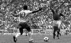 Pelé em lance da final da Copa de 1970, a do tri no México Foto: Arquivo Agência O Globo