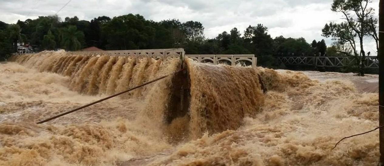 Em Guarapuava, o prefeito Cesar Silvestri Filho decretou estado de emergência devido às fortes chuvas que atingem a cidade desde quinta-feira Foto: Divulgação/Governo PR