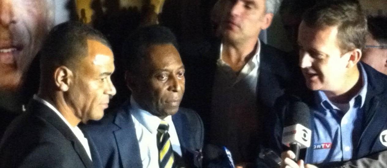 Cafu e Pelé durante evento na noite deste domingo Foto: Divulgação / Fifa