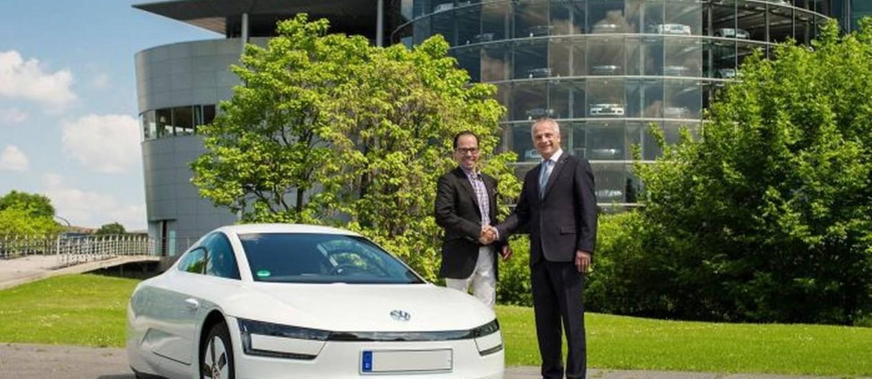 VW XL1 é entregue para o primeiro cliente, na Alemanha Foto: Divulgação