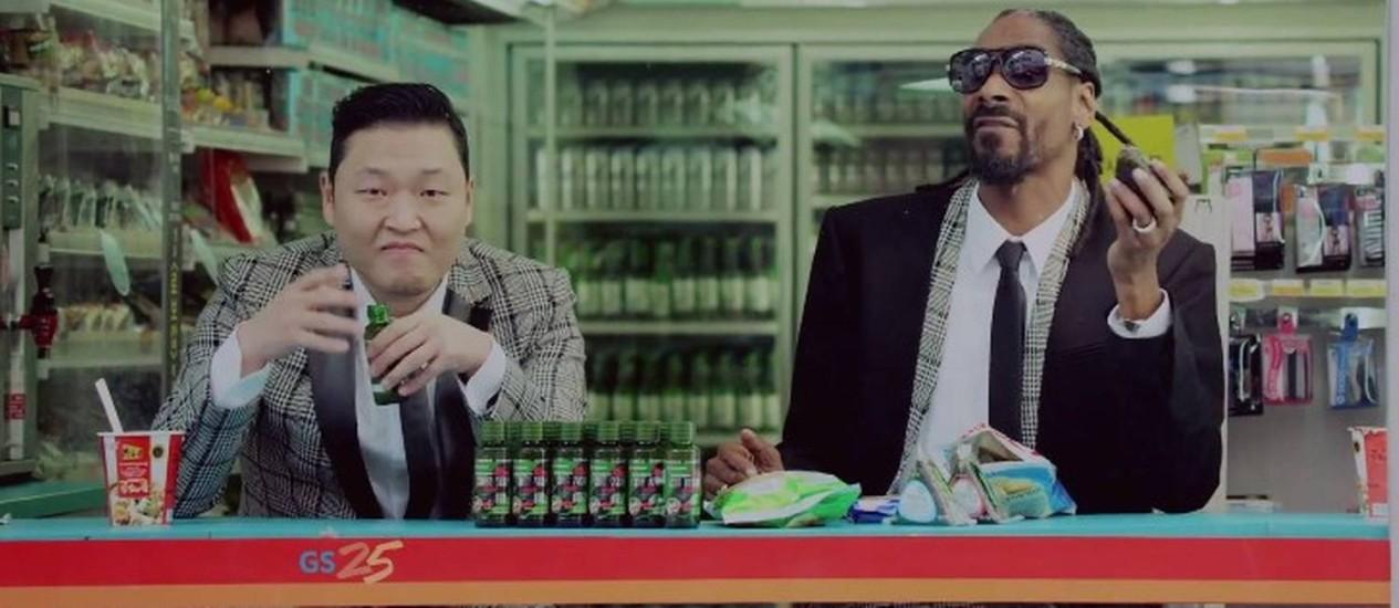 Psy e Snoop Dogg em imagem do clipe de 'Hangover'. Foto: REPRODUÇÃO