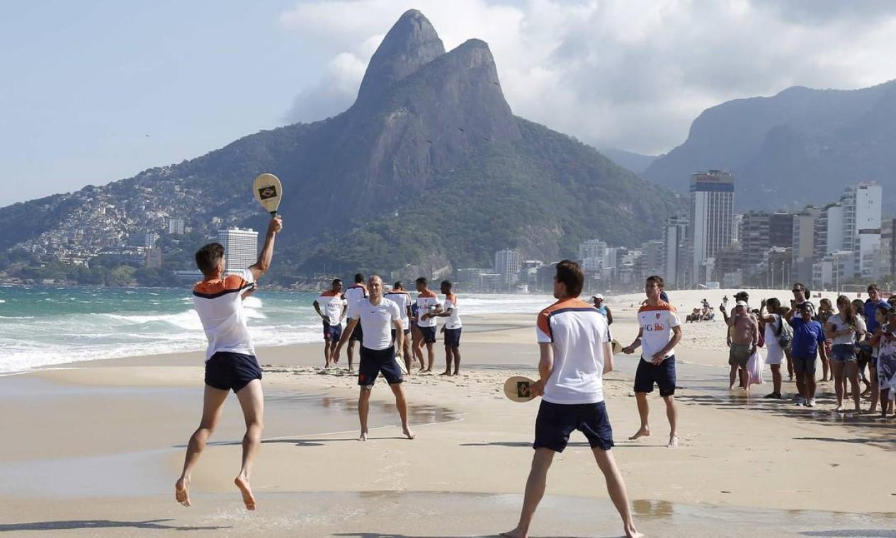 Tarde de descontração para os holandeses Foto: Pablo Jacob / Agência O Globo