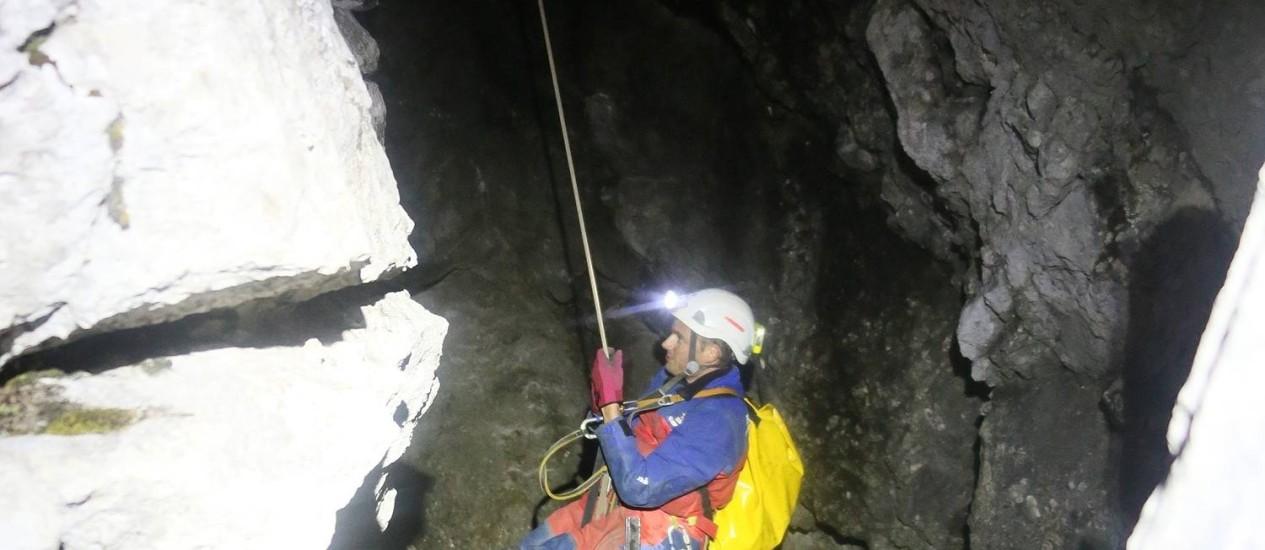 Membro de equipe de resgate nas cavernas de Berchtesgaden, sudeste da Alemanha Foto: Markus Leitner / AP
