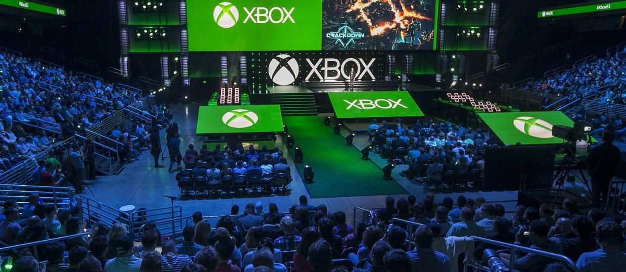O chefe da divisão Xbox da Microsoft, Phil Spencer, apresenta a conferência da empresa da E3: destaques para os jogadores hardcore Foto: Damian Dovarganes / AP