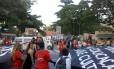 Professores protestam em Copacabana