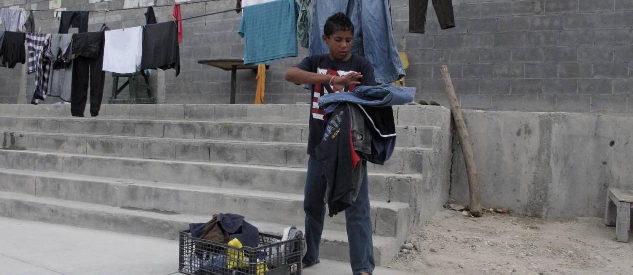 Brian Duran, de 14 anos, de Honduras, viajou sozinho para a fronteira dos EUA com o México: faltam asilos para crianças que emigram sozinhas rumo aos Estados Unidos Foto: AP-3-6-2014