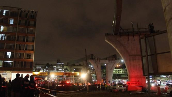 Cai viga de concreto do monotrilho linha-17 ouro na Zona Sul de São Paulo Foto: Fernando Donasci / Agência O Globo