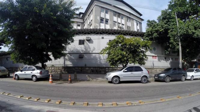 A emergência do Hospital Federal de Bonsucesso funciona, há três anos, num contêiner Foto: Custódio Coimbra / Agência O Globo