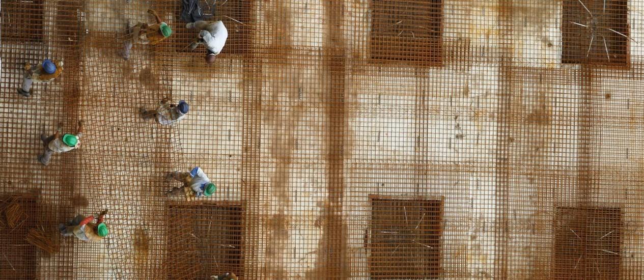 Problemas na metragem e atraso na entrega do prédios são as principais reclamações para imóveis comprados na planta Foto: Custodio Coimbra/O Globo
