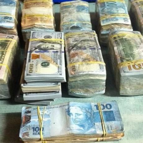 Dinheiro apreendido pela Polícia Federal na Operação Athos Foto: Divulgação/Polícia Federal
