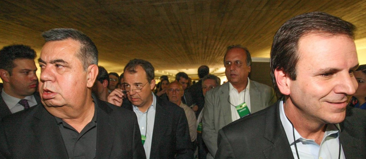 Picciani, Cabral, Pezão e Paes na convenção do PMDB Foto: ANDRE COELHO / O Globo