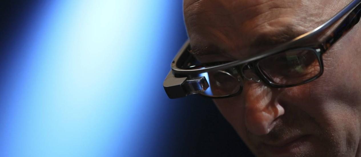 Óculos inteligente tem câmera que pode ser usada para gravar filme em exibição nos cinemas Foto: ROBERT GALBRAITH / REUTERS