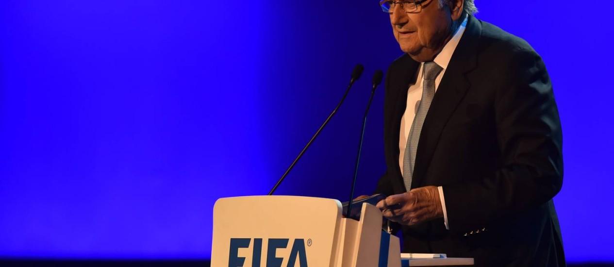 Joseph Blatter fala no Congresso da Fifa: presidente da entidade mostrou incômodo com protestos Foto: NELSON ALMEIDA / AFP