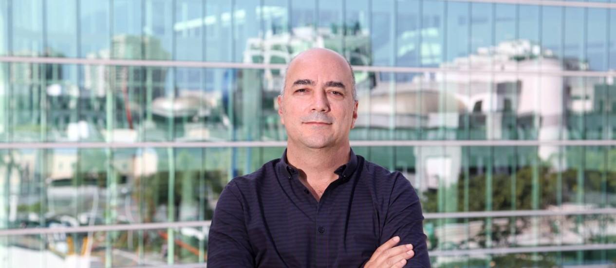 Carlos Eduardo Nunes-Ferreira lista influências que tornaram a Barra da Tijuca o que ela é hoje Foto: Fabio Rossi / Agência O Globo