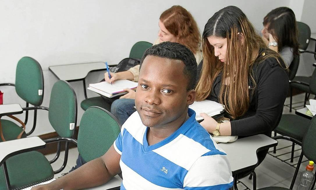 Ainda tentando. Luter em foto de 2013 em curso preparatório para o Itamaraty: ele aprova a lei, mas com restrições Foto: Leo Martins /