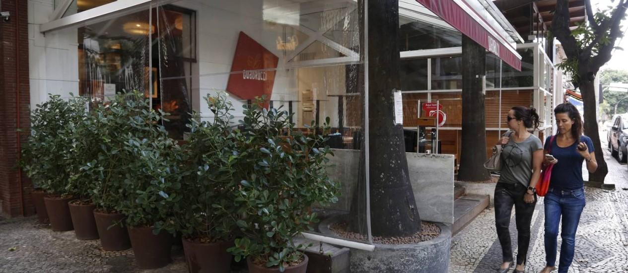 O Quadrucci, na Rua Dias Ferreira: o restaurante tem alvará de lanchonete, assim como outros na via. Comerciantes querem revisão de decreto Foto: Custódio Coimbra / Agência O Globo