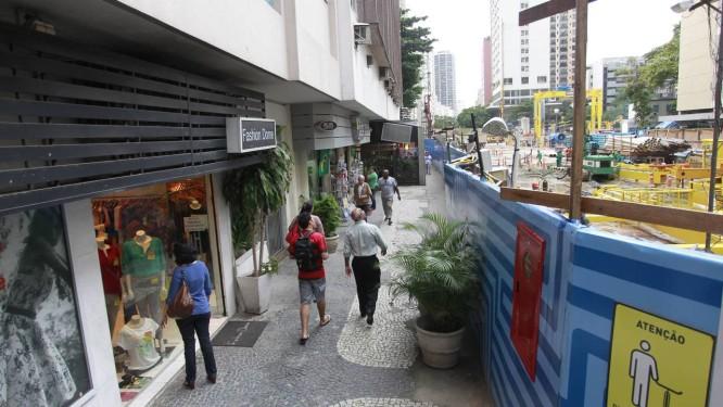 Obras do metrô e altos preços de aluguel prejudica comércio do Leblon Foto: Domingos Peixoto / Agência O Globo