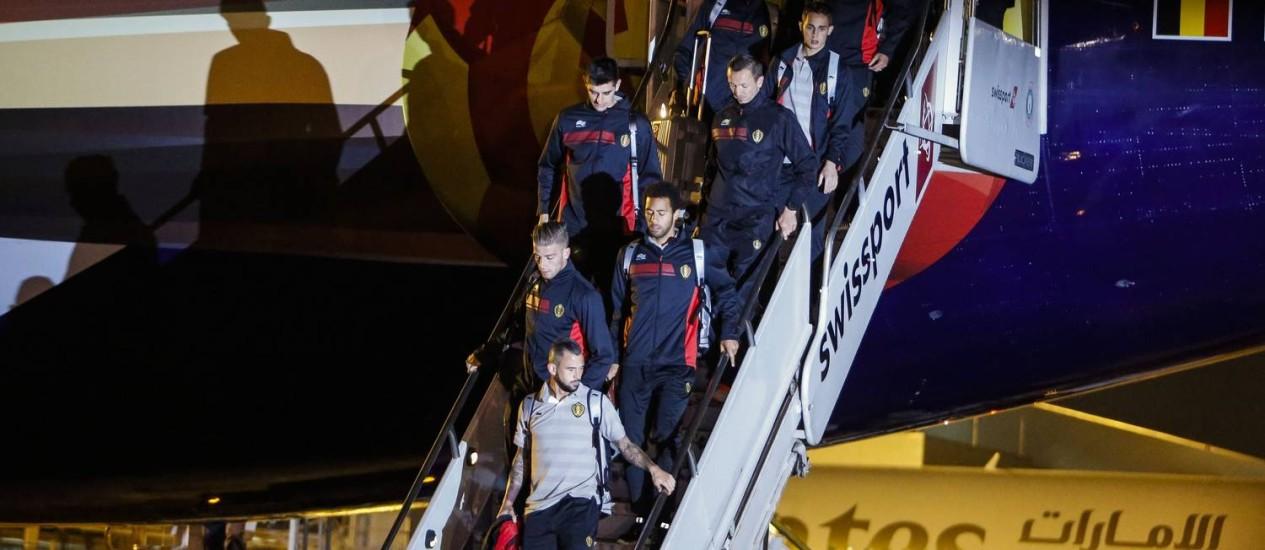 Jogadores belgas no desembarque em São Paulo Foto: Miguel Schincariol / AFP