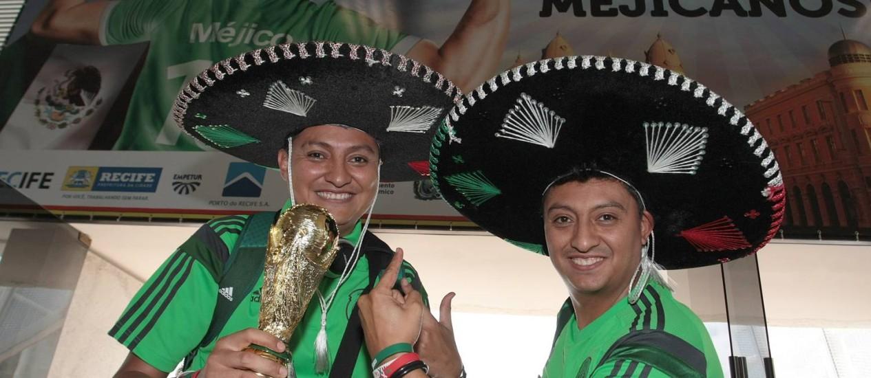 Cheios de pose. Os irmãos Roberto e César de La Cruz, na terceira Copa Foto: Hans von Manteuffel