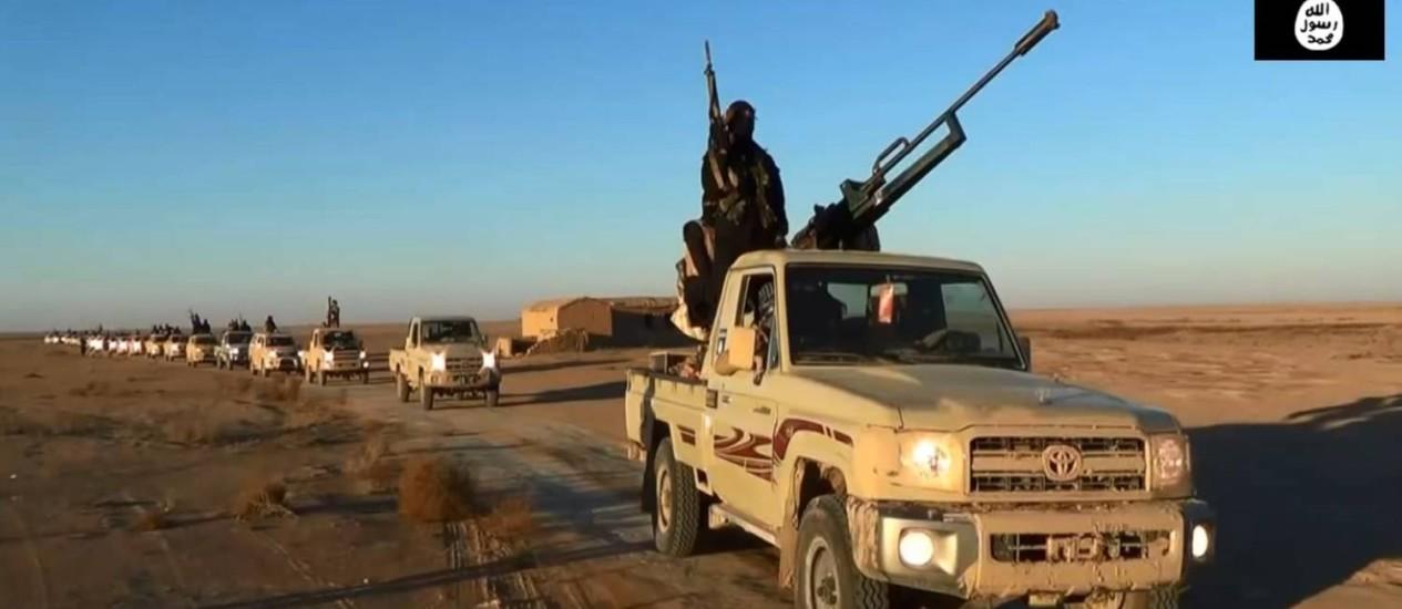 Imagem de vídeo membros do Estado Islâmico do Iraque e da Síria na província de Nínive: avanço Foto: - / AFP