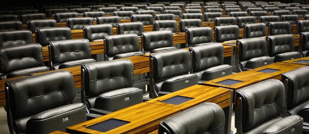 Plenário da Câmara fica vazio na véspera da Copa Foto: André Coelho / O Globo