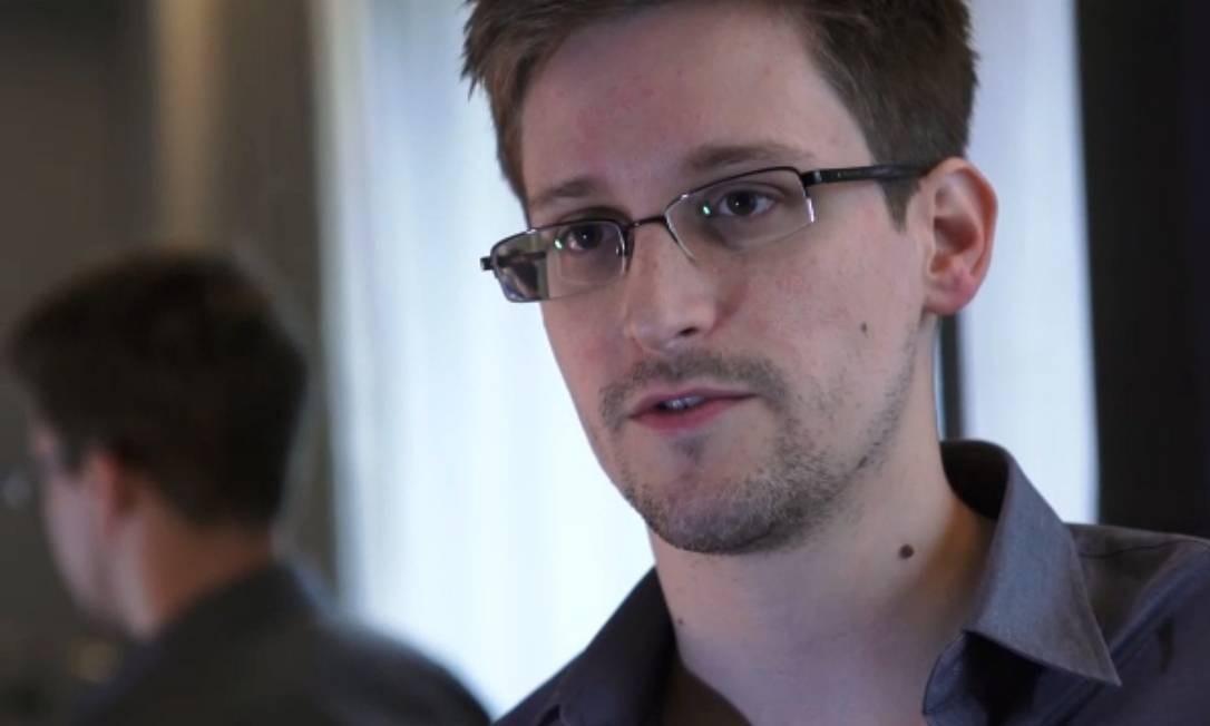 Após vazar documentos confidenciais americanos, Edward Snowden vira personagem de vários livros Foto: THE GUARDIAN / AFP